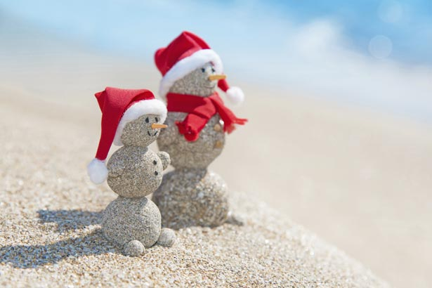 sandmen with santa hats