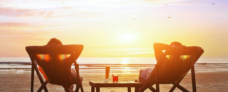 couple enjoying Grand Cayman Beach Bars